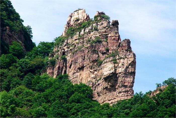 太行五指山景区位于太行山东麓涉县境内,占地面积20平方公里,主峰