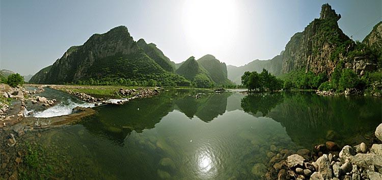 漳河三峡位于磁县西南部的白土镇,距离县城40公里,景区长20公里.