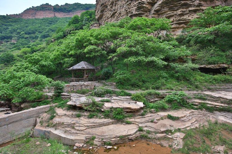 从石家庄出发前往位于邢台的仙界山,游山玩水,赏大好风景.